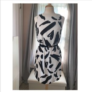 Abstract white and black shift dress